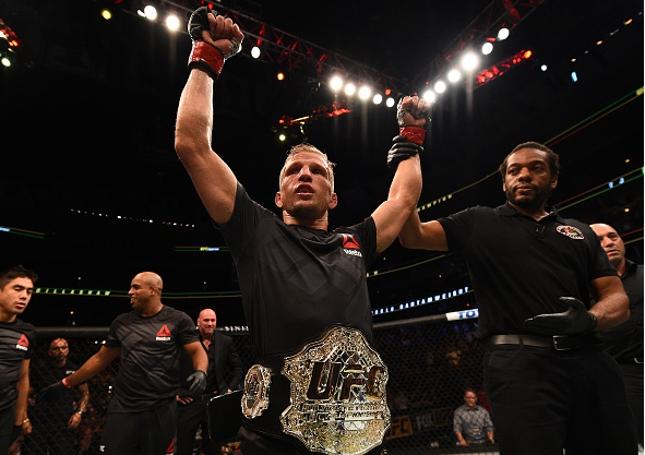 Dillashaw (foto) defendeu o cinturão dos galos pela segunda vez. Foto: Josh Hedges/UFC