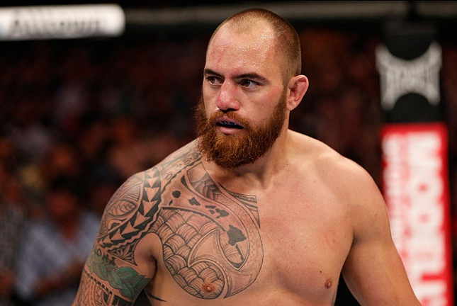 Browne havia lesionado seu dedo em revanche com Werdum. Foto: Josh Hedges/UFC