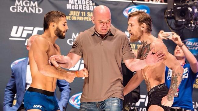 Mendes (esq.) e McGregor (dir.) finalmente se enfrentarão no UFC 189. Foto: Divulgação