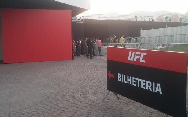Bilheteria da HSBC Arena tem ficado com pouca movimentação durante todo o dia. Foto: Lucas Carrano/SUPER LUTAS