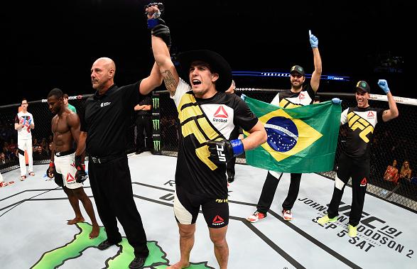 Sertanejo (foto) voltou ao octógono com vitória no Canadá. Foto: Jeff Bottari/UFC