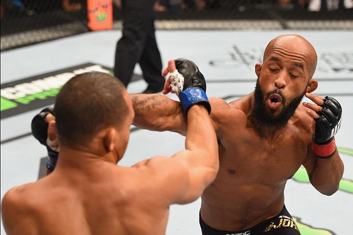 DJ (dir.) e Dodson (esq.) lutaram pela segunda vez e o campeão levou a melhor novamente. Foto: Josh Hedges/UFC