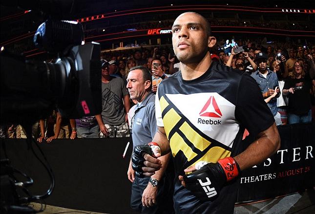 E. Barboza (foto) vem de vitória sobre P. Felder em julho. Foto: Jeff Bottari/UFC