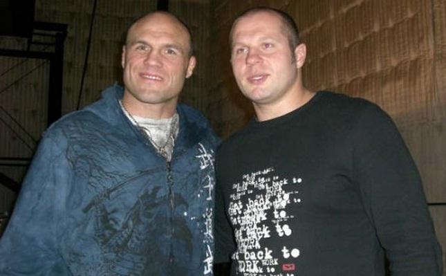 Couture (esq.) e Fedor (dir.) são dois dos maiores pesos pesados da história do MMA. Foto: M1/Divulgação