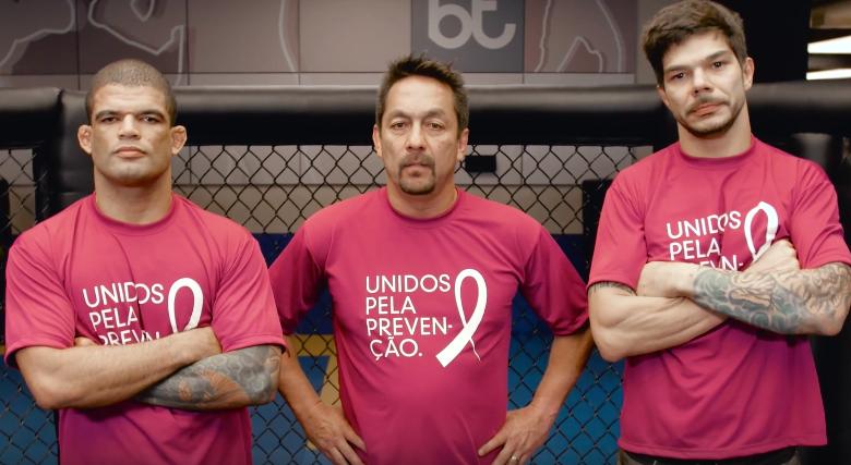 Trio do MMA faz campanha de conscientização contra o câncer de mama. Foto: Reprodução