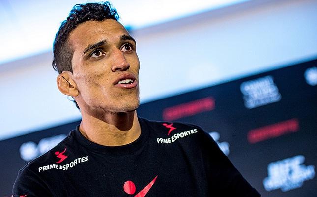 Charles (foto) imagina uma luta contra Aldo pelo cinturão da divisão dos penas. Foto: Josh Hedges/UFC