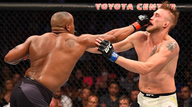 Cormier e Gustafsson travaram duelo eletrizante no UFC 192. Foto: Divulgação/UFC