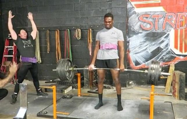 Jones divulgou vídeo de seu treino nas redes sociais. Foto: Reprodução