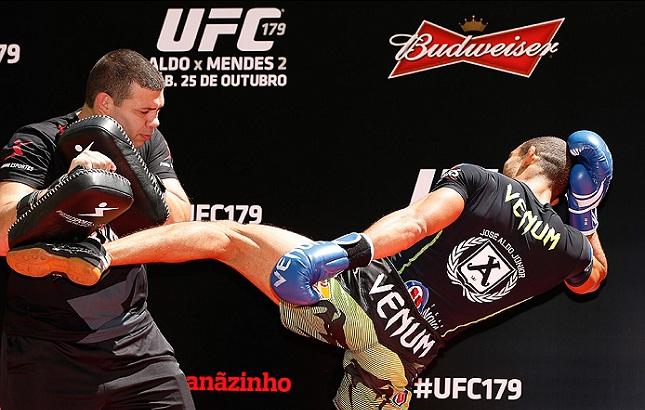 Chutes potentes são a especialidade de J. Aldo. Foto: Josh Hedges/UFC