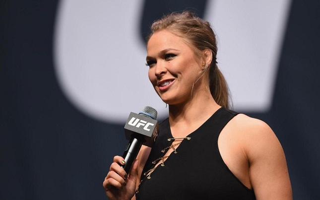Ronda (foto): lutadora, atriz, modelo e agora apresentadora. Foto: Josh Hedges/UFC