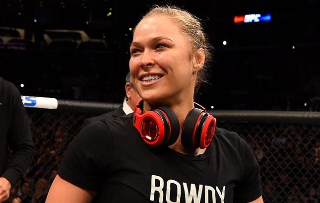 Ronda (foto) não luta desde novembro de 2015. Foto: Josh Hedges/UFC