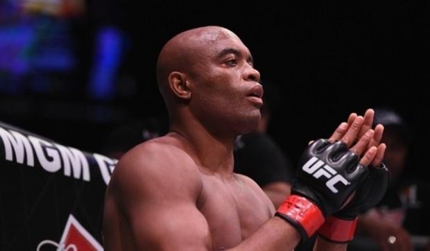 A. Silva (foto) não poderá participar do UFC Curitiba. Foto: Josh Hedges/UFC