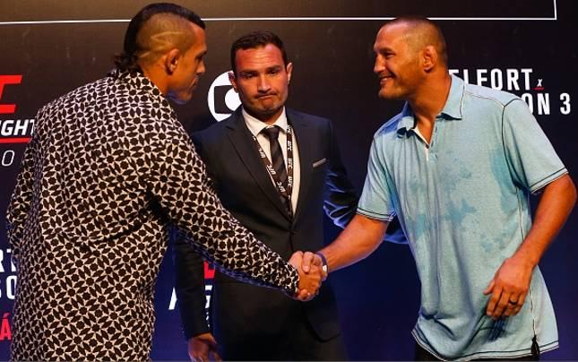 Belfort (esq.) e Hendo (dir.) tiveram uma encarada tranquila. Foto: Alexandre Schneider/UFC