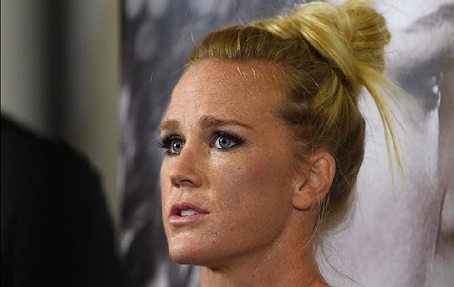 Holm (foto) bateu Ronda e conquistou o cinturão peso galo. Foto: Josh Hedges/UFC