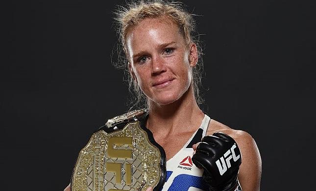 Holm quebrou a hegemonia de Ronda e faturou o título peso galo. Foto: Mike Roach/UFC
