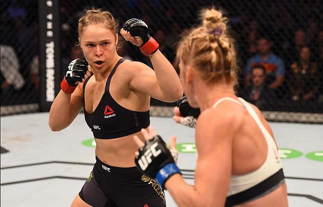 Luta entre Ronda (esq.) e Holm (dir.) deverá ter segundo capítulo no UFC 200. Foto: Josh Hedges/UFC