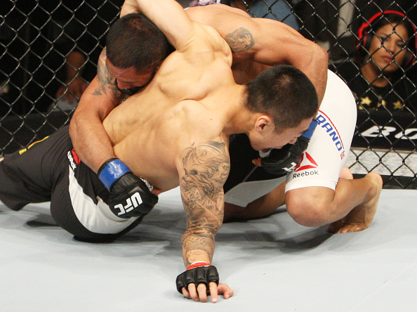 Zhikui lesiona o cotovelo no UFC Coreia. Foto: Divulgação