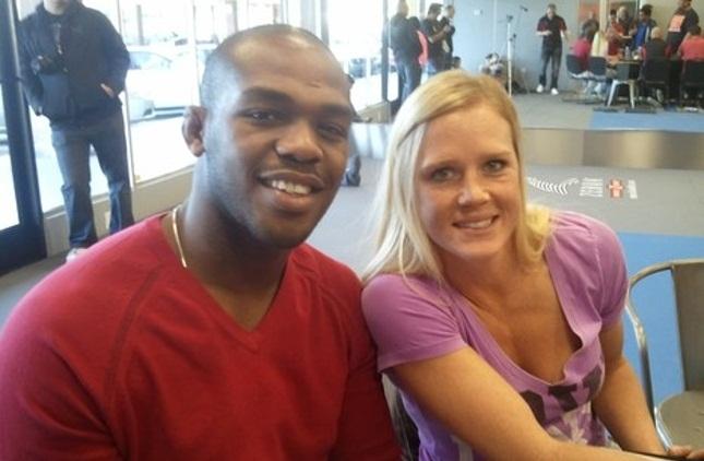 """Jones (esq.) e Holm (dir.) são companheiros de treinos na """"Jackson's MMA"""". Foto: Reprodução"""