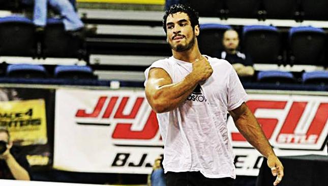 Kron (foto) estreou no MMA com vitória em dezembro de 2014. Foto: Metamoris/Divulgação