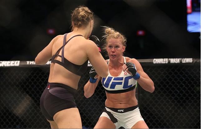 Vitória de Holm (dir.) pagava 12,5 vezes o valor investido. Foto: Josh Hedges/UFC