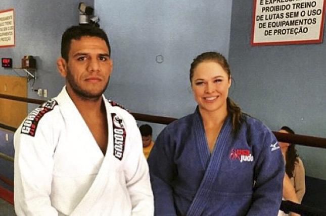 Dos Anjos fez convite a Ronda. Foto: Reprodução