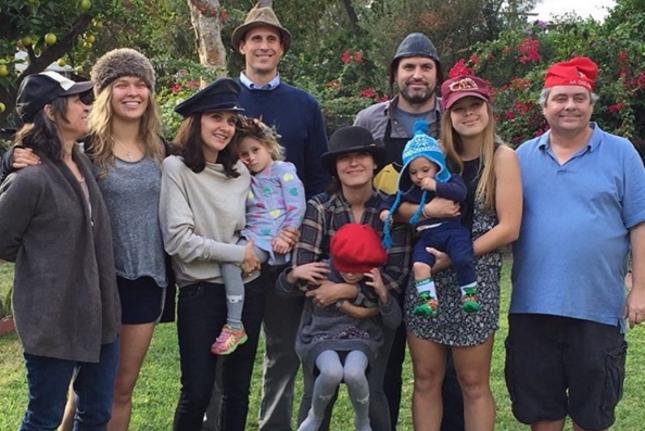 Ronda e os familiares foram clicados juntos e a imagem foi divulgada por sua mãe. Foto: Reprodução