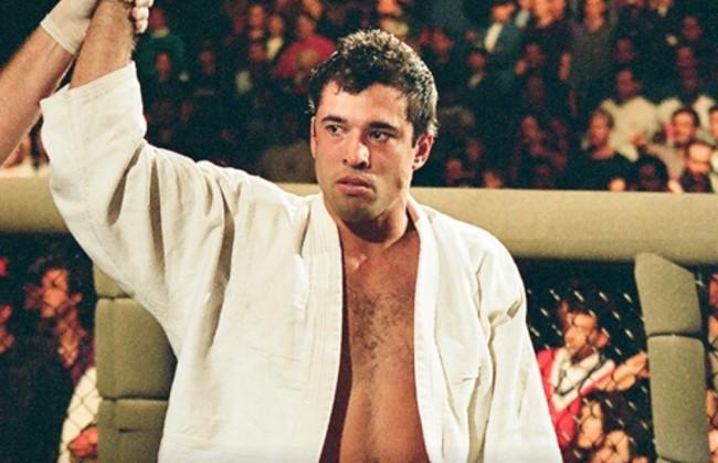 Royce venceu três adversários para triunfar no UFC 1.