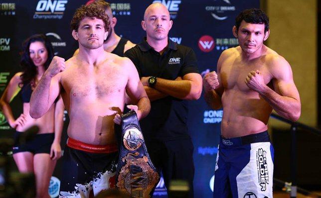 Askren (esq.) não aceitou revanche contra Sapo (dir.) sem bater o peso. Foto: Divulgação