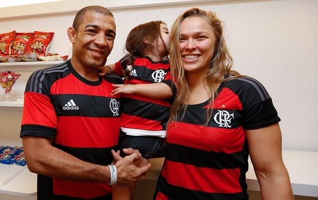 Aldo (esq.) e Ronda (dir.) se encontram na última passagem da loira pelo Brasil. Foto: Divulgação/UFC