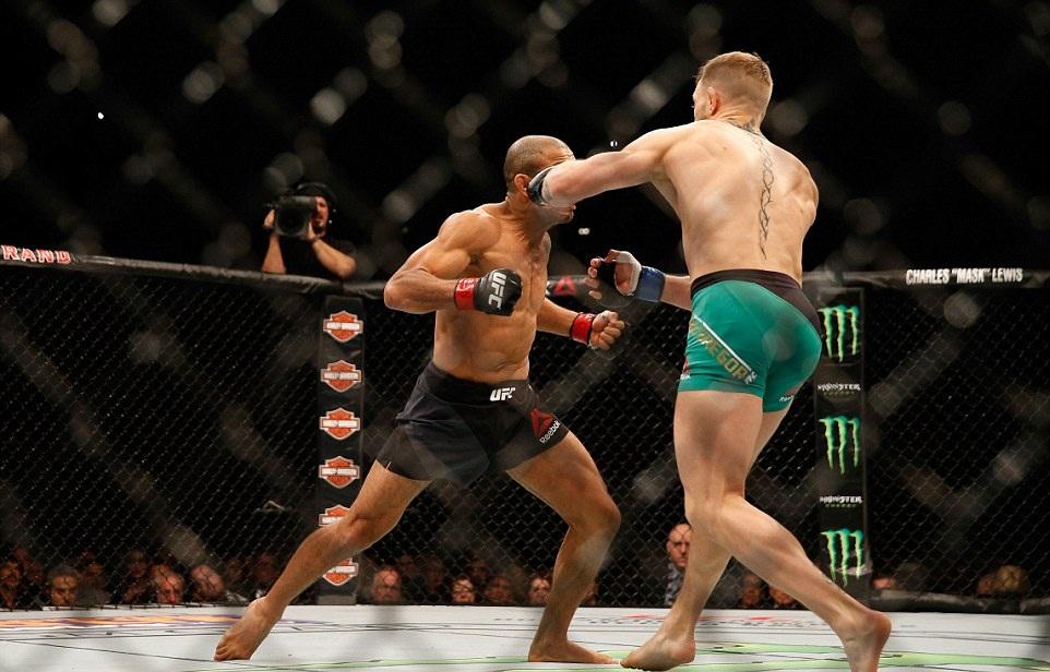 Imagens de vestiário mostram McGregor treinando golpe que nocauteou Aldo