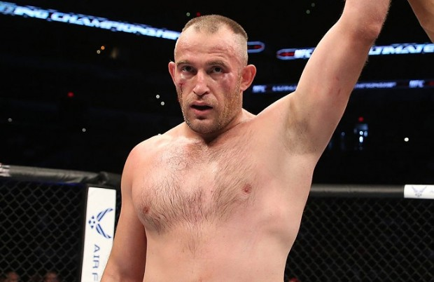 Alexey (foto) tem duas lutas e duas vitórias no Ultimate. Foto: Josh Hedges/UFC
