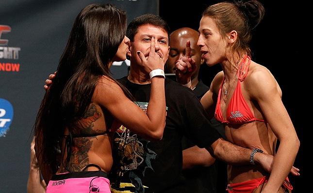 Claudinha (esq.) e Joanna (dir.) já duelaram e a polonesa levou a melhor. Foto: Josh Hedges/UFC