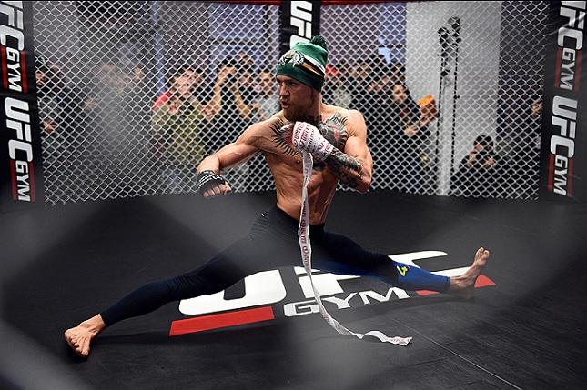 Será que McGregor (foto) desviará de balas e dará golpes em câmera lenta? Foto: Josh Hedges/UFC