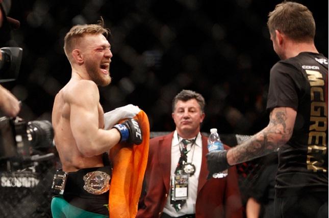 Conor (esq.) ri a toa após vitória sobre Aldo. Foto: Josh Hedges/UFC