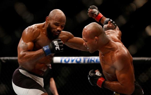 Jacaré (dir.) foi derrotado por Romer (esq.). Foto: Josh Hedges/UFC
