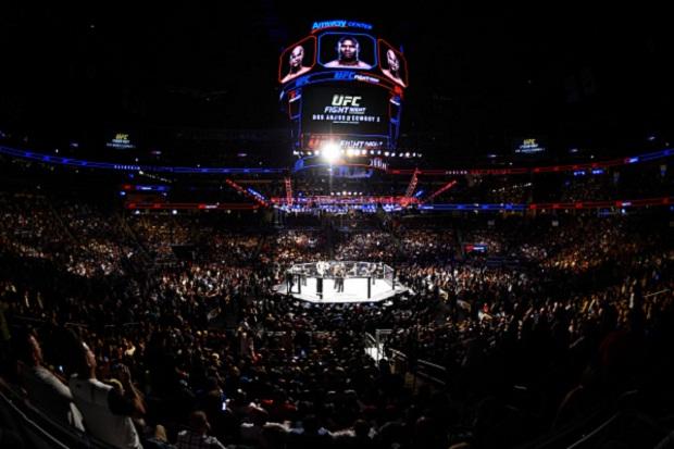 Arquibancadas do Amway Center foi palco de confusão. Foto: Josh Hedges/UFC