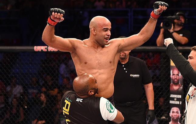 Warlley (foto) conquistou mais uma vitória no Ultimate. Foto: Josh Hedges/UFC