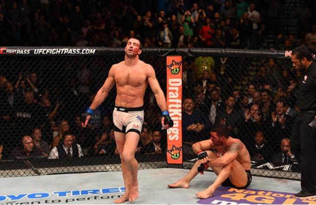 Luke (esq.) abriu caminho para o título com seu ground and pound poderoso. Foto: Josh Hedges/UFC