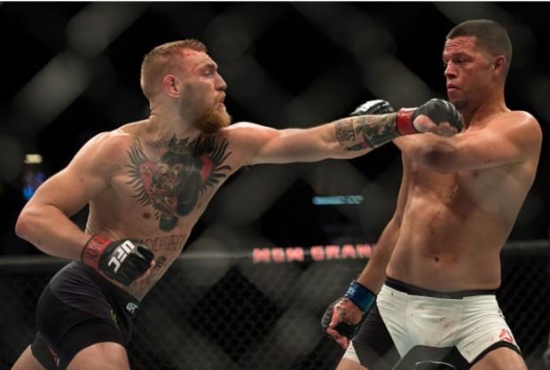 McGregor (esq.) e Diaz (dir.) fizeram a luta principal do UFC 196. Foto: Brandon Magnus/UFC