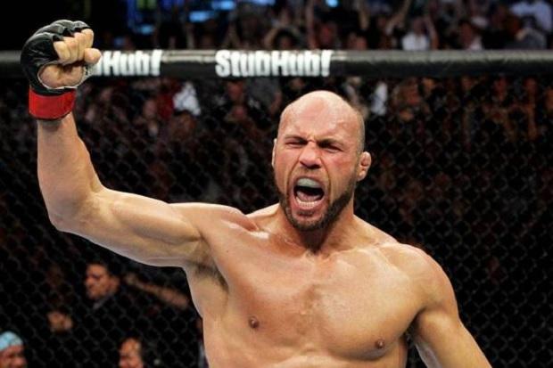 Couture (foto) não luta desde 2011 no UFC. Foto: Josh Hedges/UFC