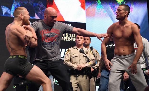 McGregor e Diaz se estranharam na pesagem da primeira luta dos dois, em março. Foto: Josh Hedges/UFC