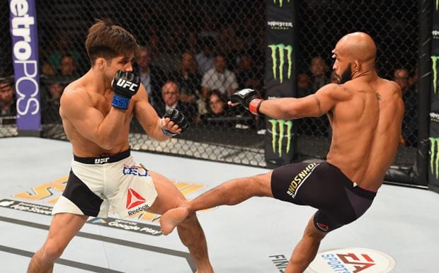 DJ (dir.) bateu Cejudo (esq.) na luta co-principal do UFC 197. Foto: Josh Hedges/UFC