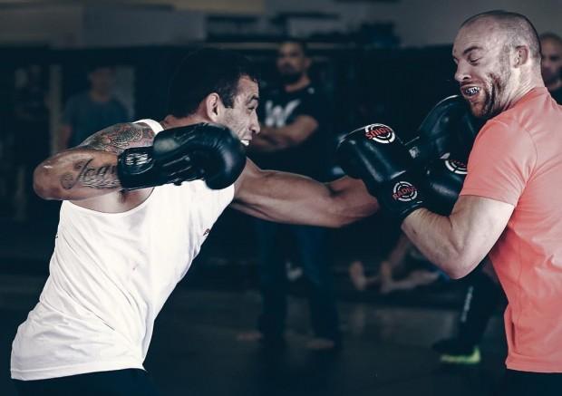 Werdum (esq.) e Cummins (dir.) se preparam para o UFC 198. Foto: Reprodução/Instagram