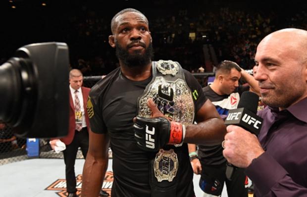 Jones (foto) agora é campeão interino dos meio-pesados. Foto: Josh Hedges/UFC