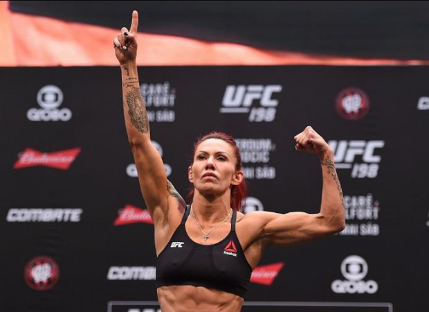 Cyborg atropelou Smith no UFC Curitiba. Foto: Divulgação