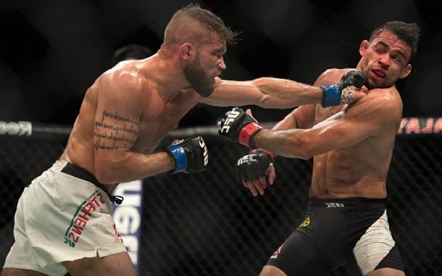 Stephens (esq.) bateu Barão (dir.) por nocaute. Foto: Brandon Magnus/UFC