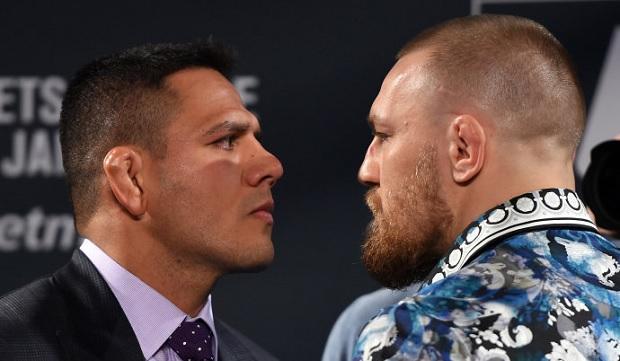 RDA (esq.) e Conor (dir.) acabaram não se enfrentando. Foto: Jeff Bottari/UFC
