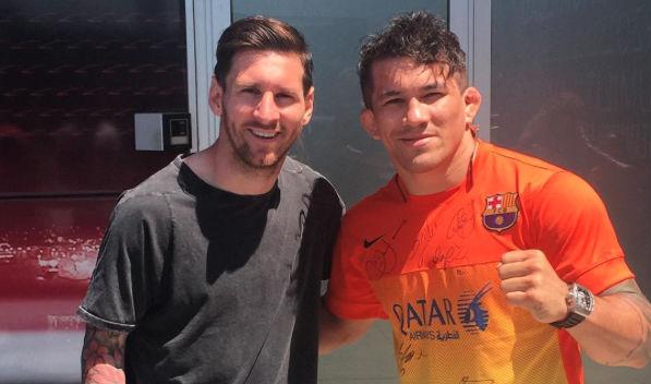 Torres tietou Messi em treino do Barcelona. Foto: Reprodução