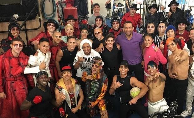 Werdum, R10 e os integrantes do Cirque du Soleil. Foto: Reprodução