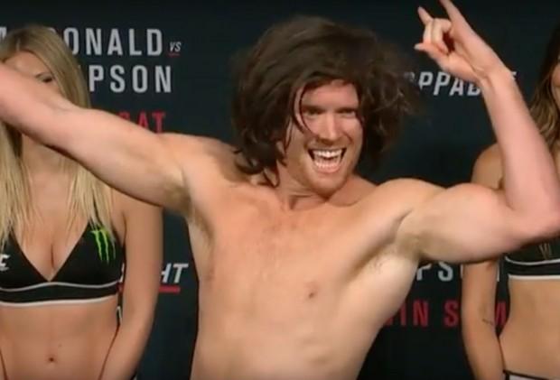 Alvey (foto) brincou com visual de Theodorou na pesagem do UFC Ottawa. Foto: Reprodução